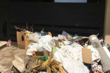 Vecinos denuncian a personas que tiran basura en vía pública