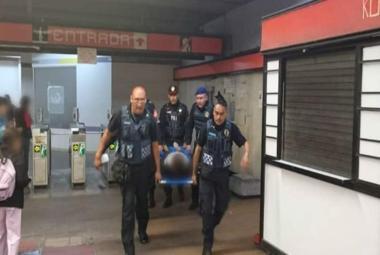 Colapsan escaleras eléctricas en la estación del Metro Mixocac, hay seis heridos